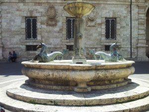 ascoli-piceno-piazza-arringo-fontein
