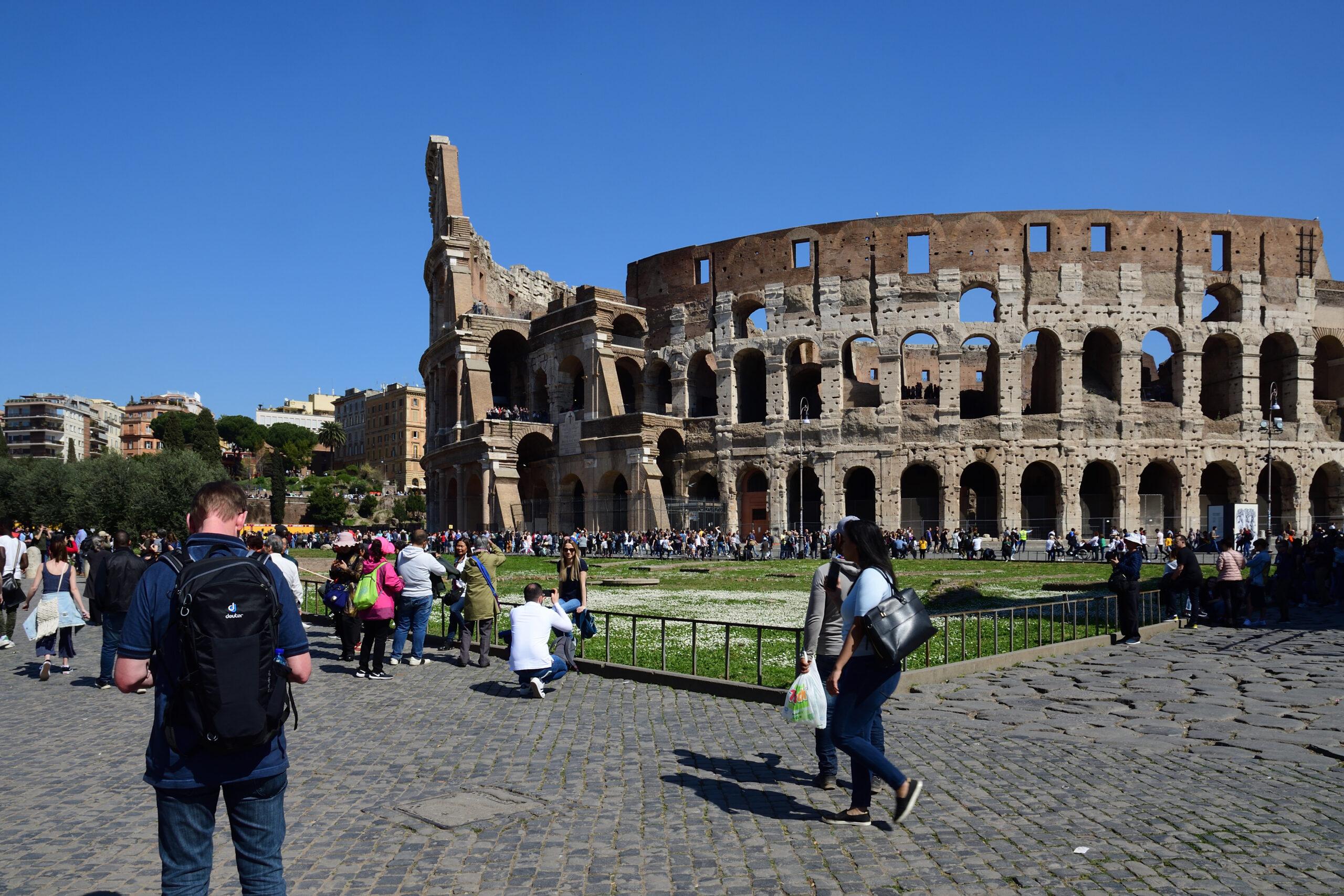 Selfiesticks at Colosseum Rome