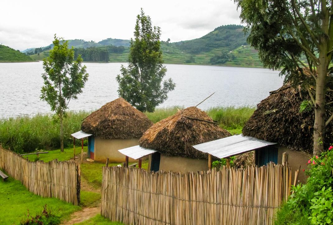 Lake Bunyonyi Uguanda - couchsurfing Africa - Sustainable Tourism - TravelRebel - Belgian travelblog