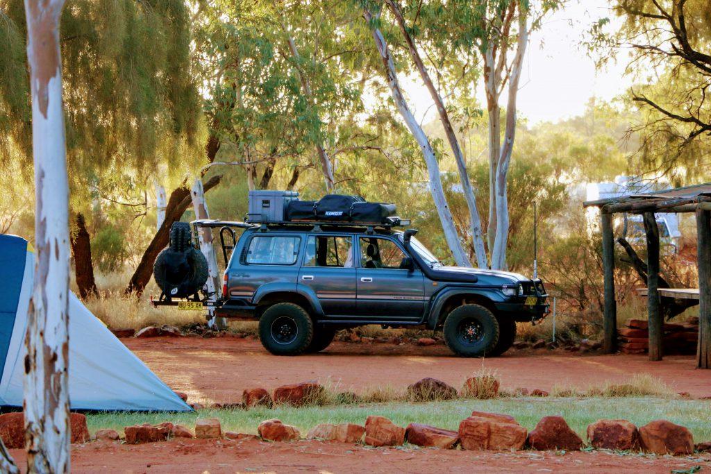 Kamperen in de Outback, Australië, overtoerisme Uluru