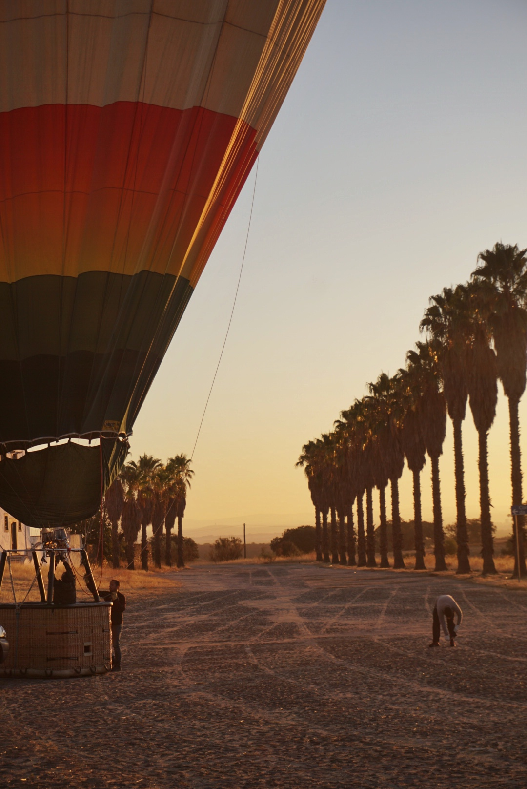 Ballonvaart tijdens zonsopkomst in Alentejo, Portugal.