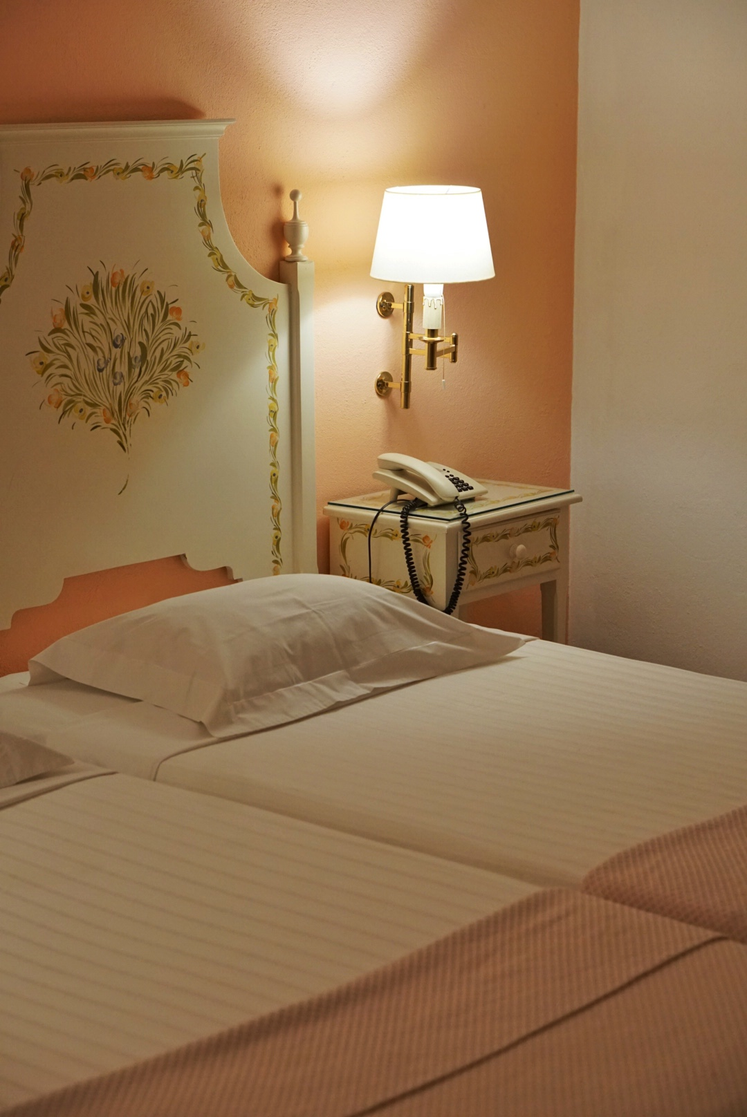 Hotel Santa Luzia de Elvas was the first of it's kind and now welcomes you with authentic rooms in theme colors. Are you going to pick blue, green or pink? Alentejo Hotel Portugal