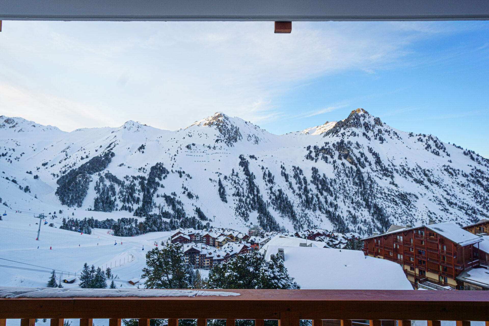 Perfect snowy mountain tops in Les Arcs, France, ecofriendly ski destination