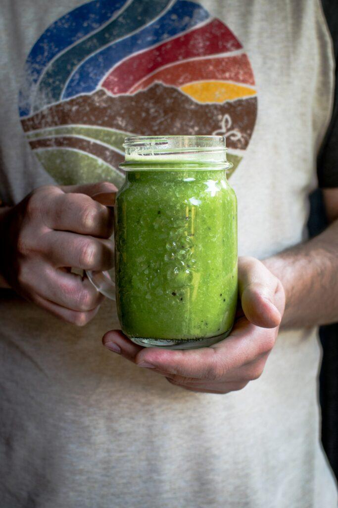 Zelf groene groente smoothies maken tijdens de Corona Quarantaine. Haal je producten bij de lokale boer
