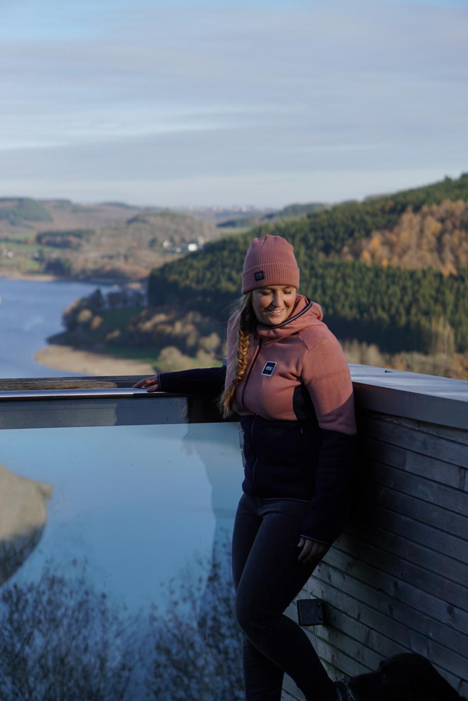 Uitkijkpunt aan het Lac de la Haute-Sûre in Luxemburg